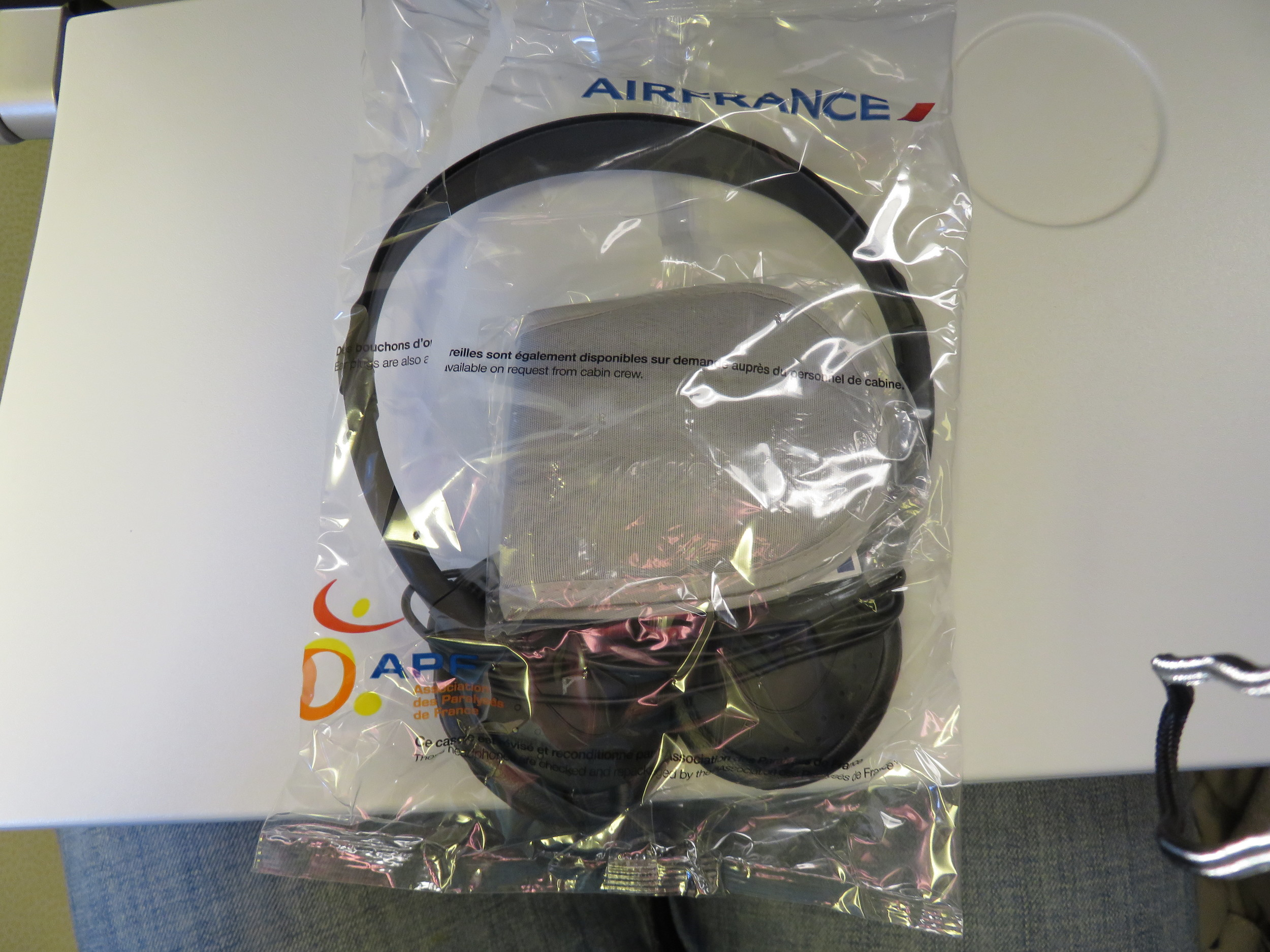 Air France headphones & sleeping mask