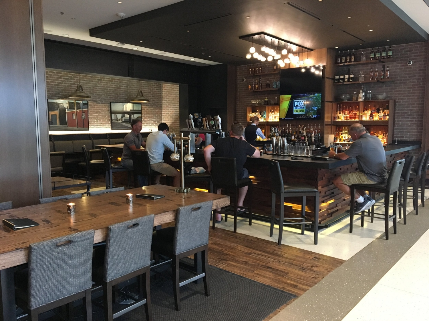 OMAHA MARRIOTT DOWNTOWN AT THE CAPITOL DISTRICT BAR