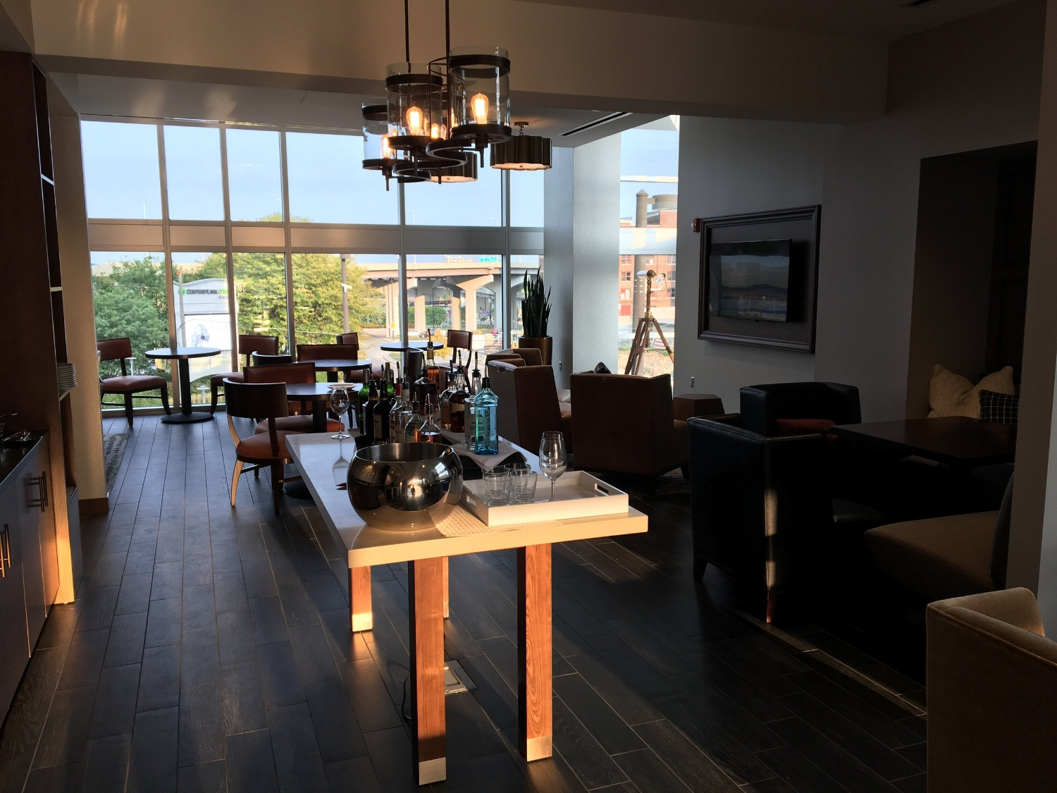 OMAHA MARRIOTT DOWNTOWN AT THE CAPITOL DISTRICT concierge lounge