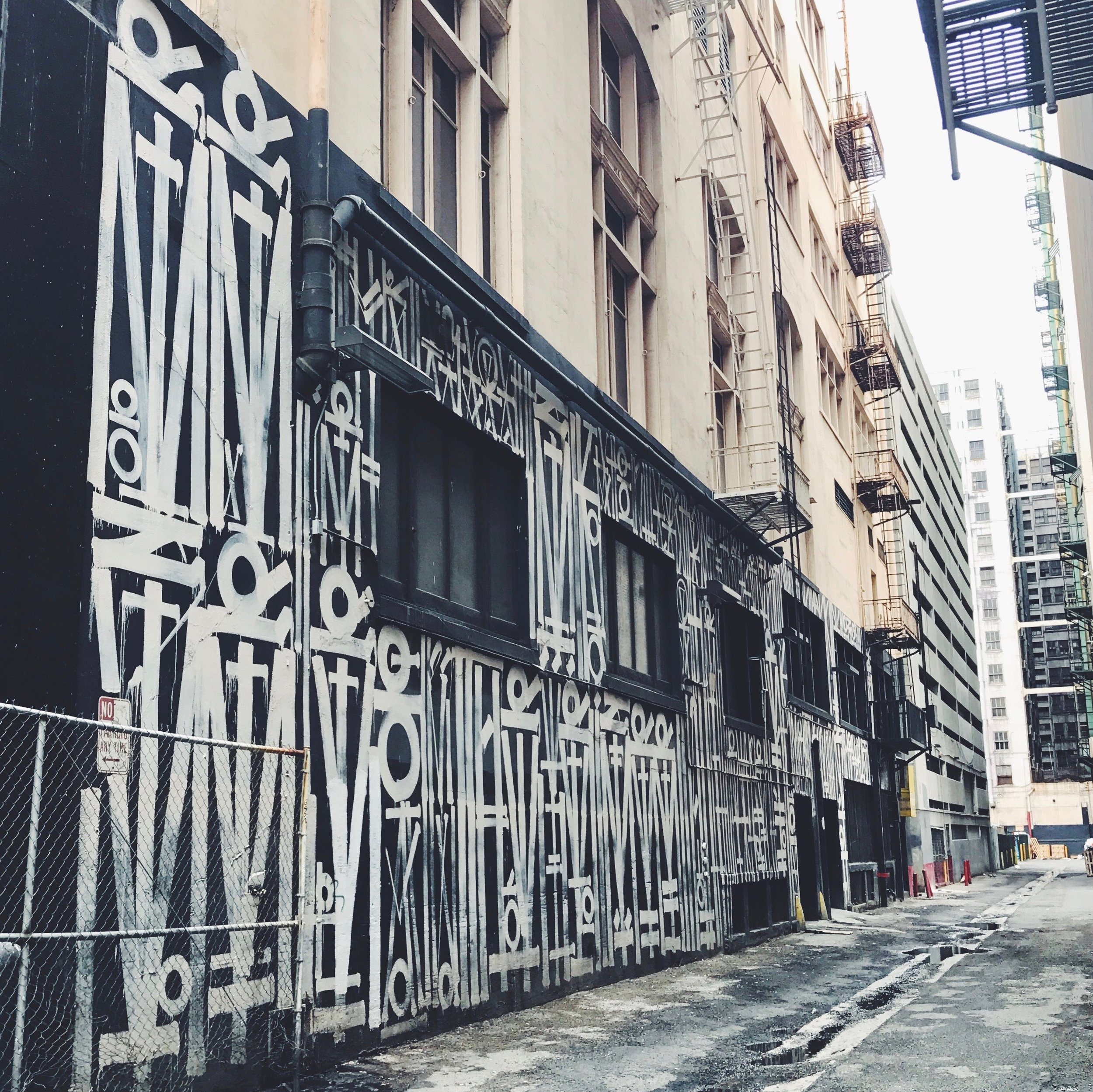 Retna in an alley way