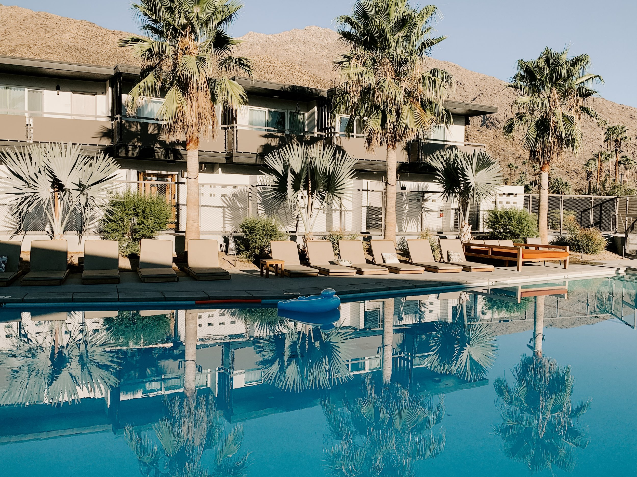 V Palm Springs, CA