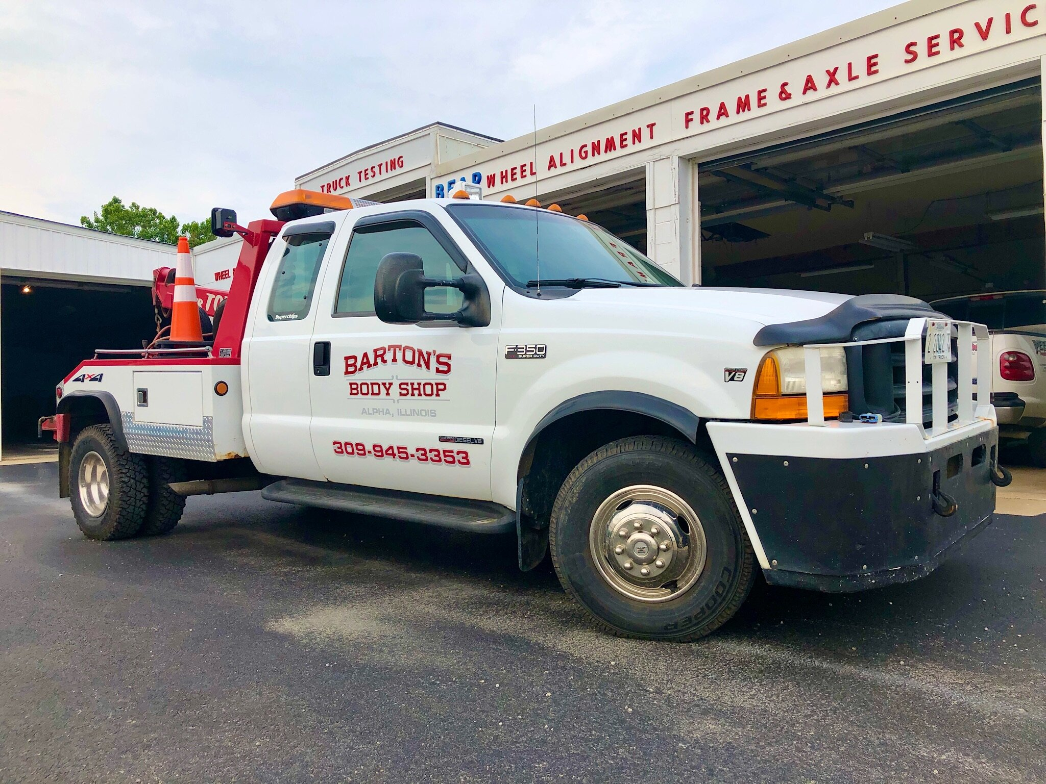 Barton's Body Shop - Tow Truck