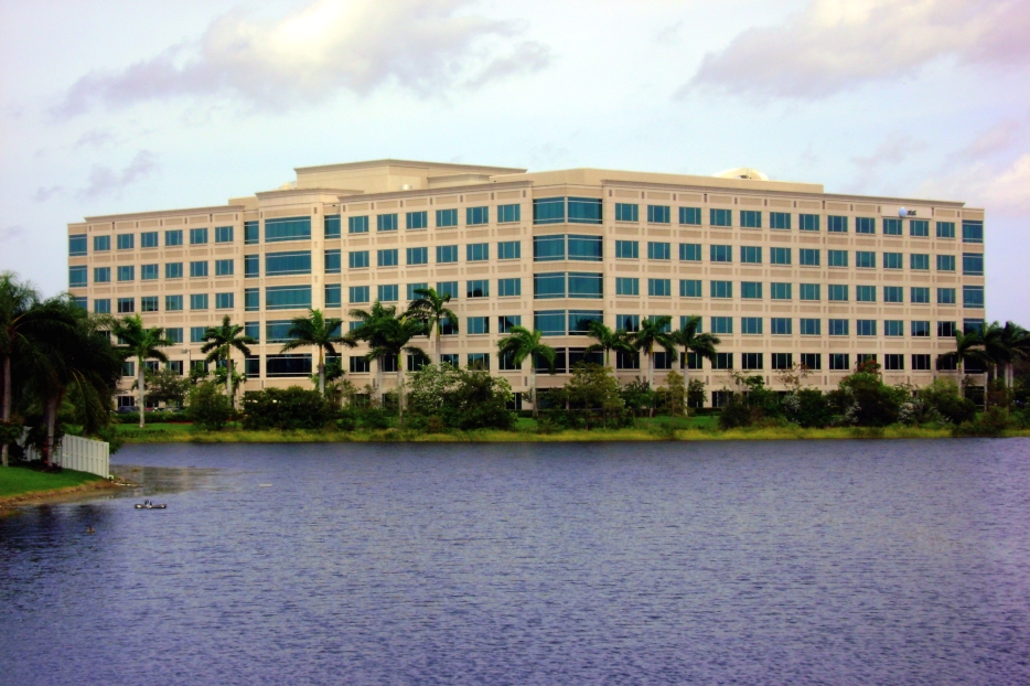 SAWGRASS LAKES CENTER   - Sunrise, FL Foundry Commercial