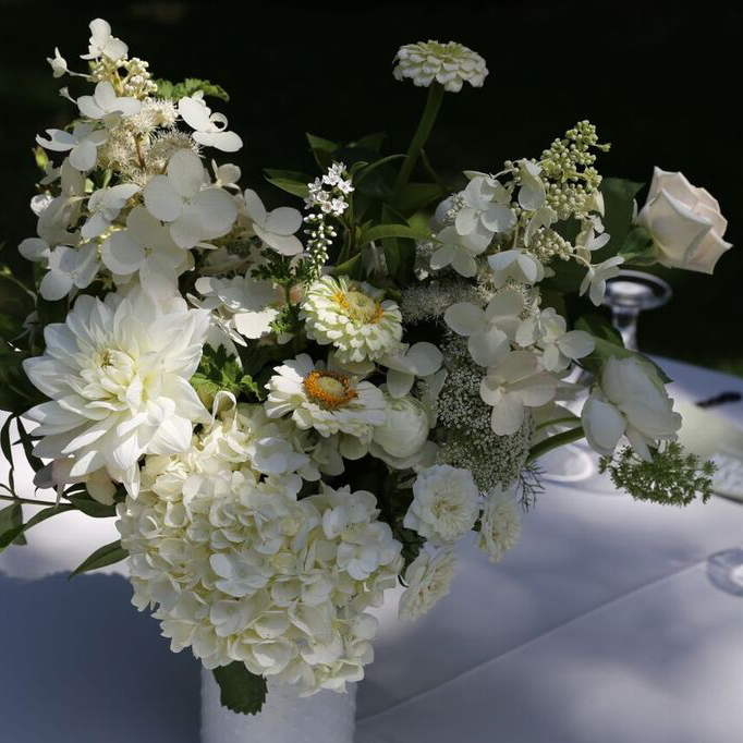 centerpiece_2_hilary_horvath_flowers.jpg