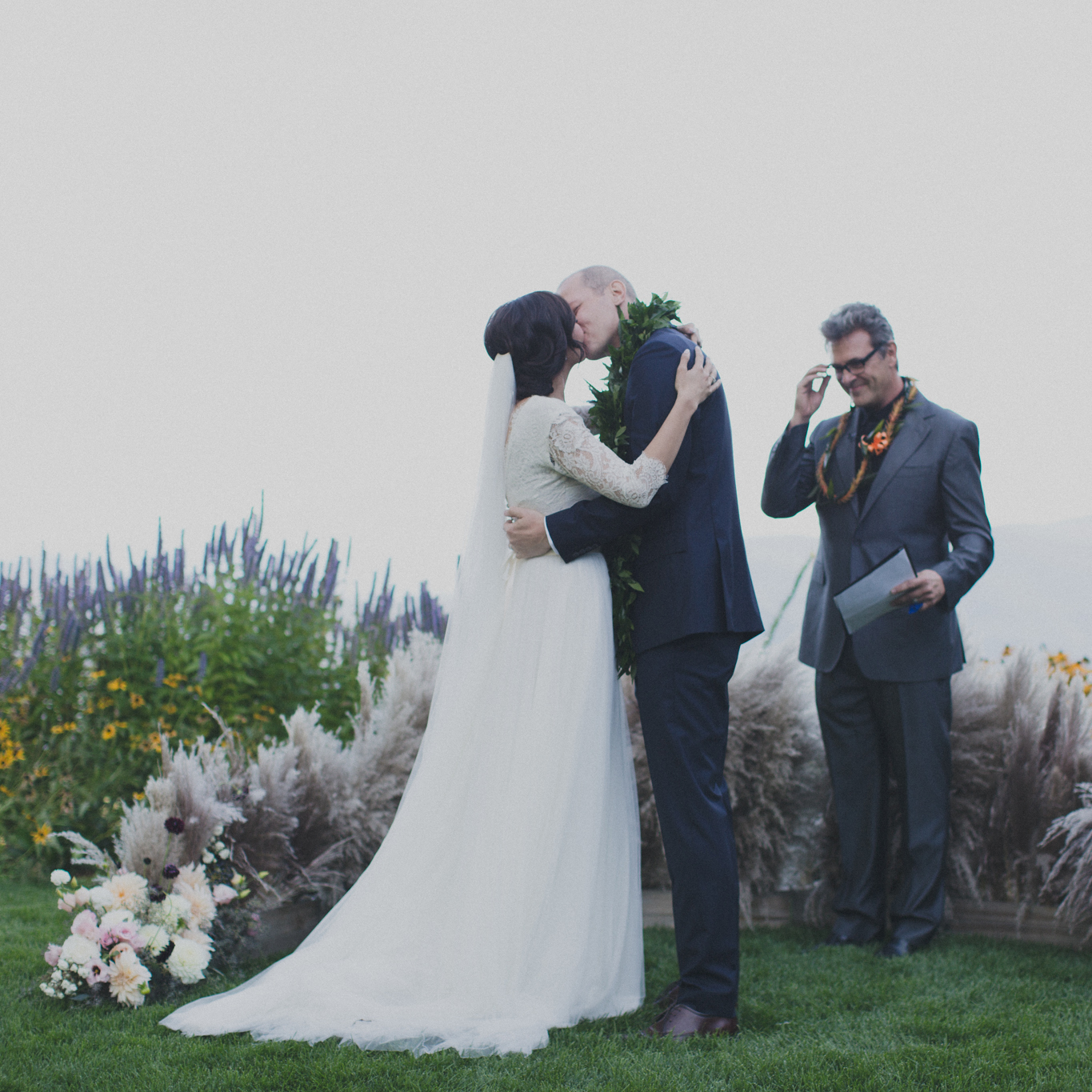 pampas_grass_ceremony_gorge_wedding_hilary_horvath_flowers.jpg