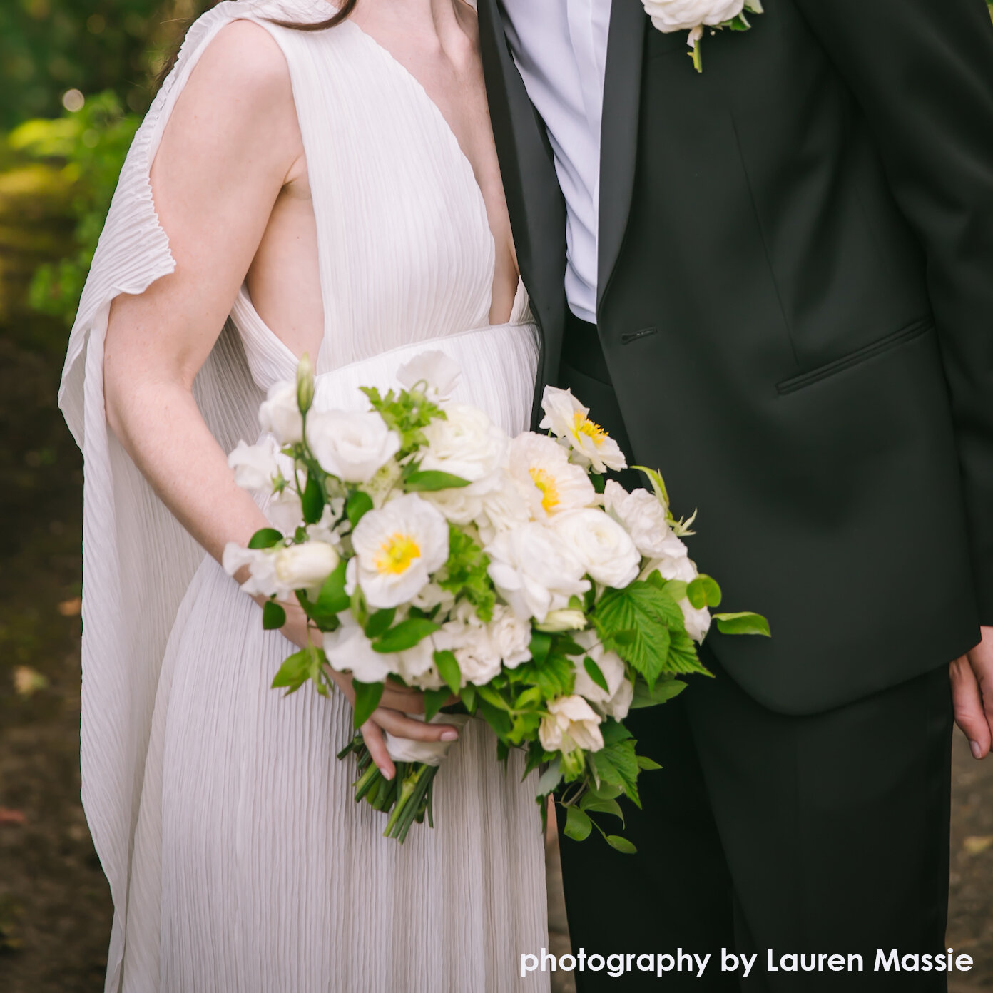 loose-airy-wedding-bouquet-hilary-horvath-flowers.jpg