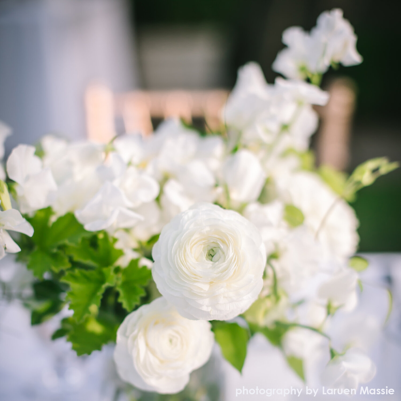 light-airy-centerpiece-hilary-horvath-flowers.jpg