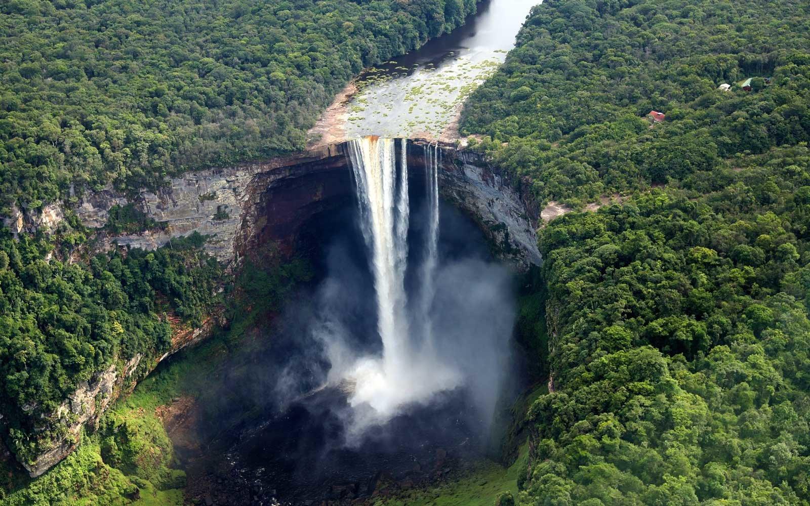 kaieteur-falls-amazon-WTRFLLBIG0318.jpg