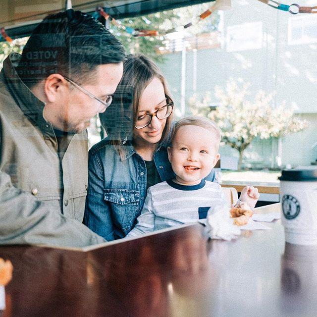Saturday morning donut family shoot at Top Pot... ⠀ ✨🍩 ⠀ //⠀ #benandjoella #familyphotography #pushedfilm #donuts #seattle
