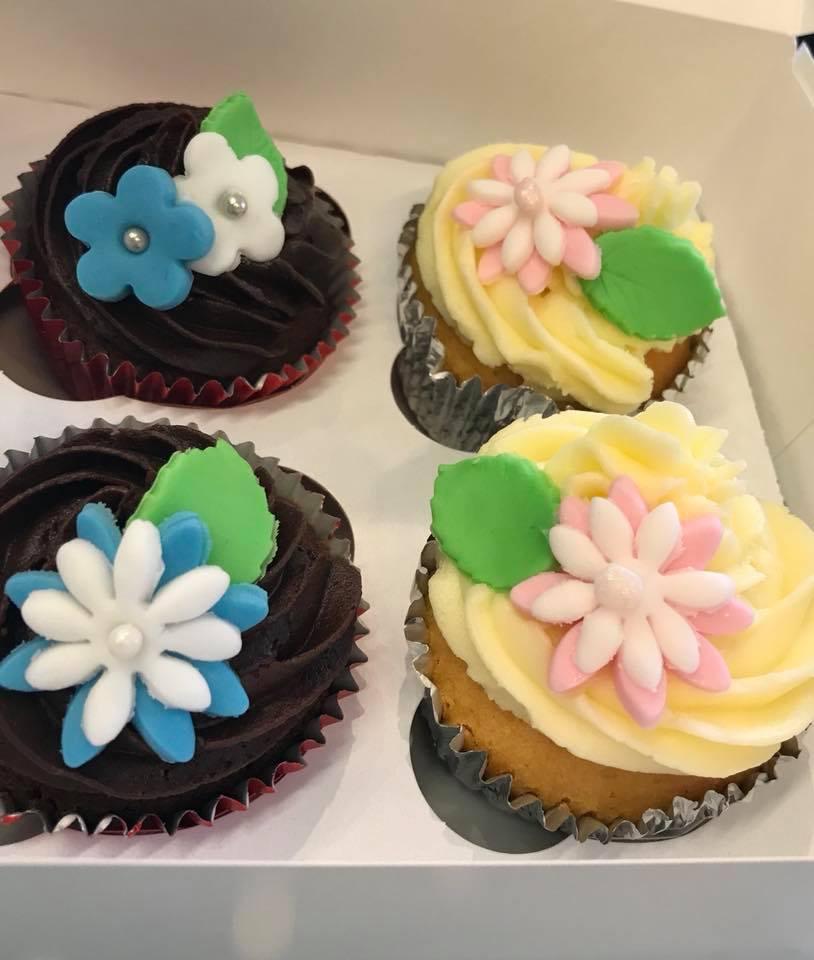 Sugar-flowers-cupcakes