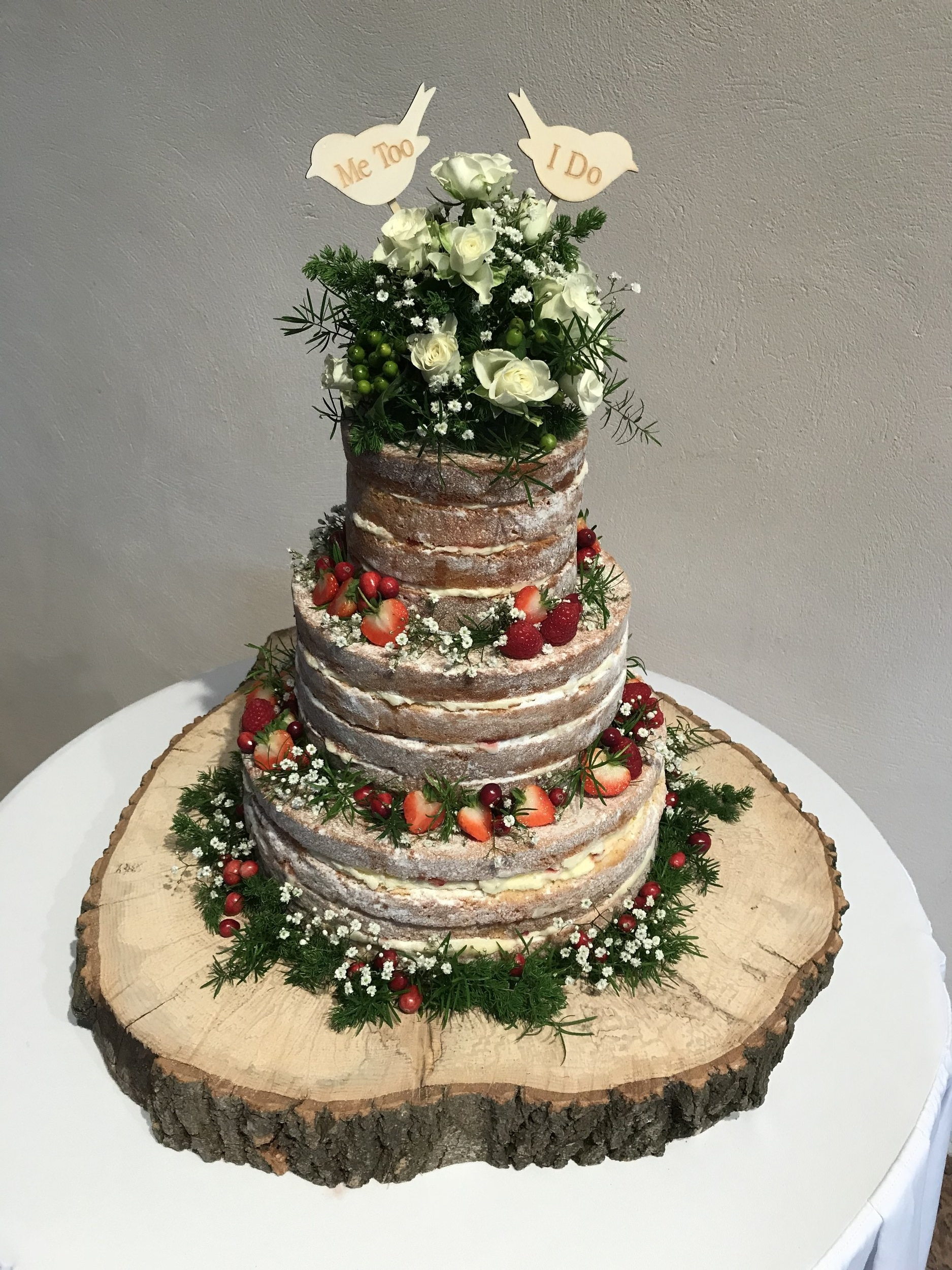 Christmas Themed Cakes Pictures.A Christmas Themed Naked Wedding Cake Isabel S Bakehouse
