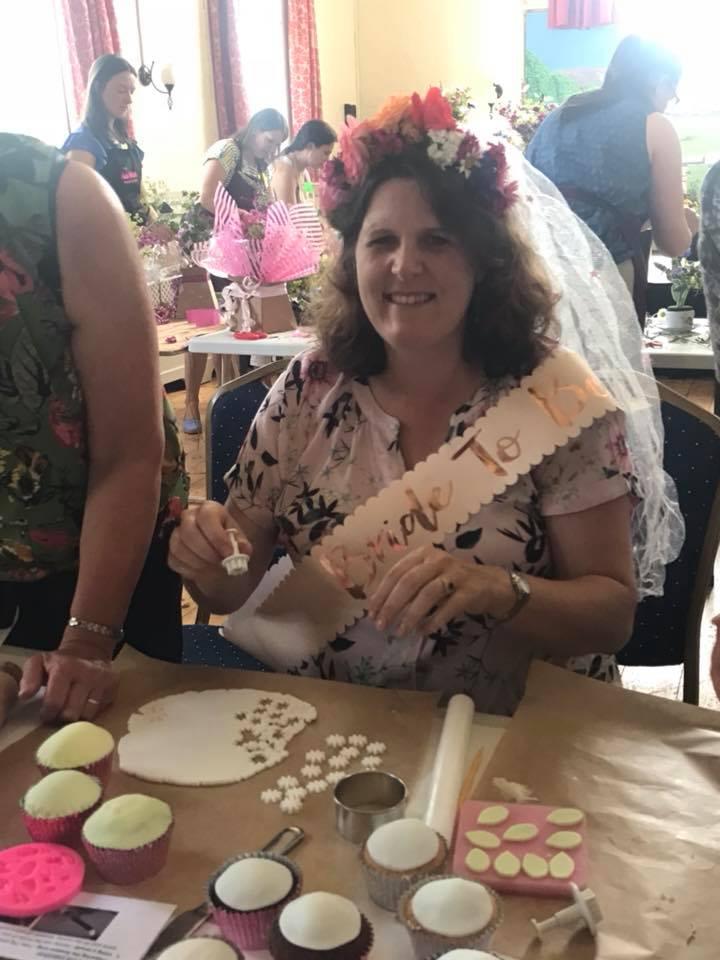 hen-parties-cake-decorating