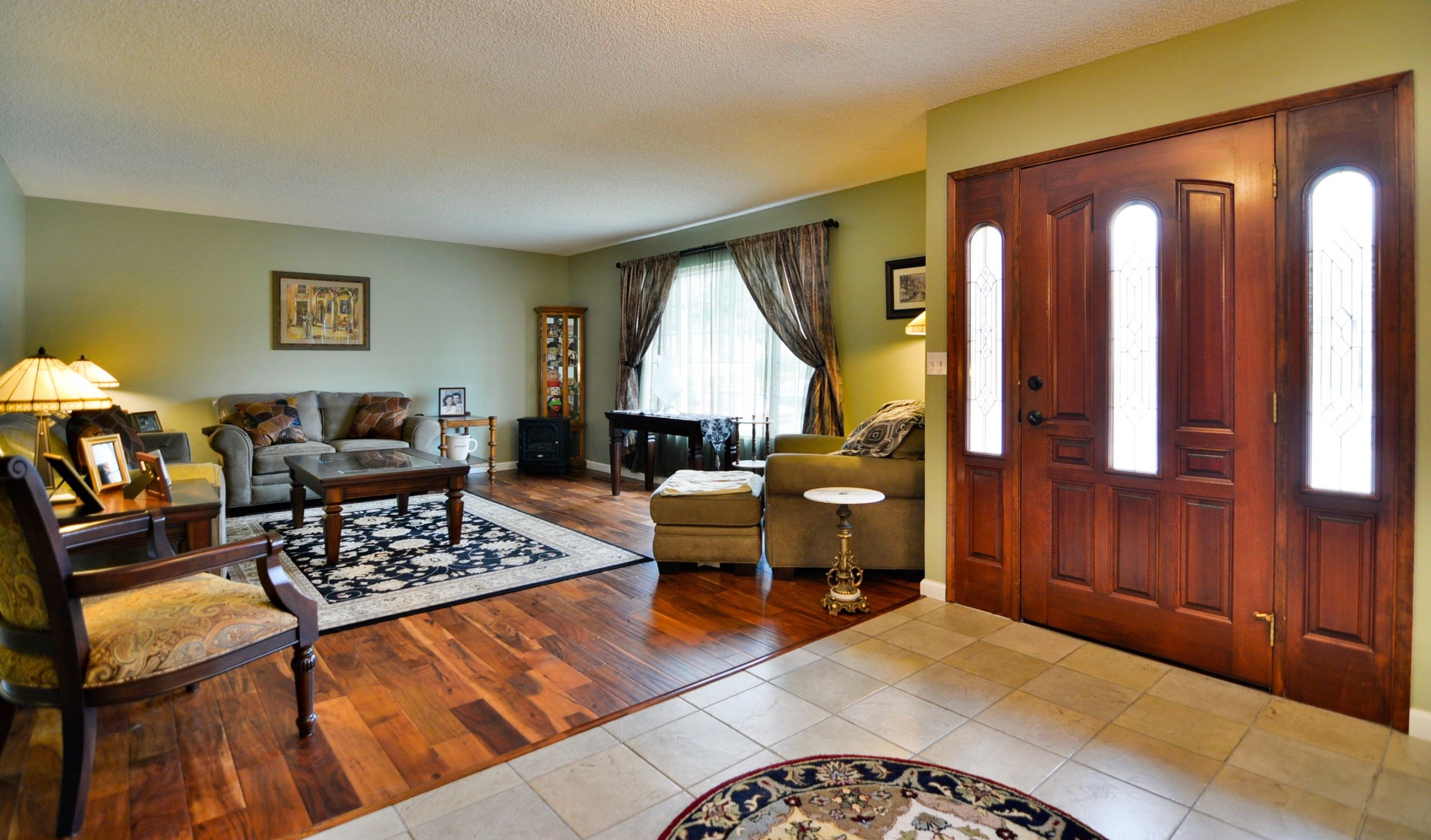 Living room entrance way.jpg