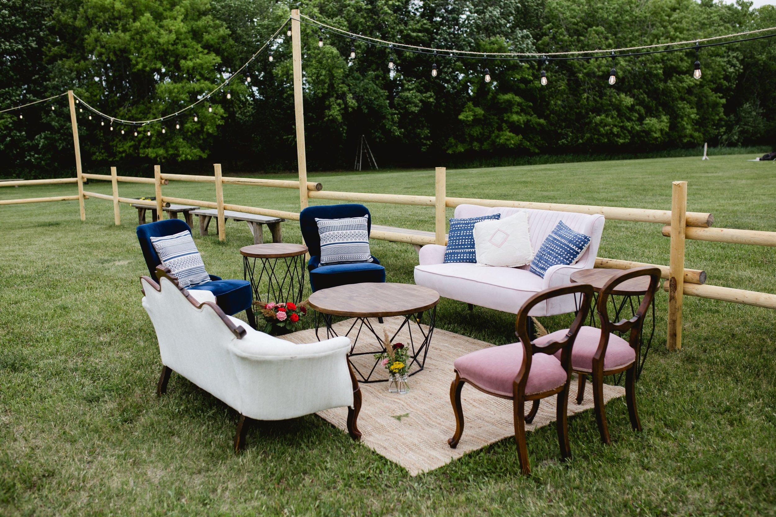 Vintage outdoor wedding lounge