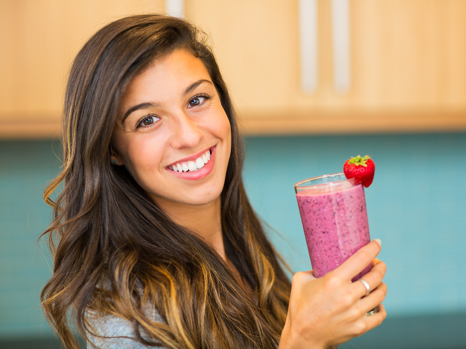 Woman-Drinking-Smoothie