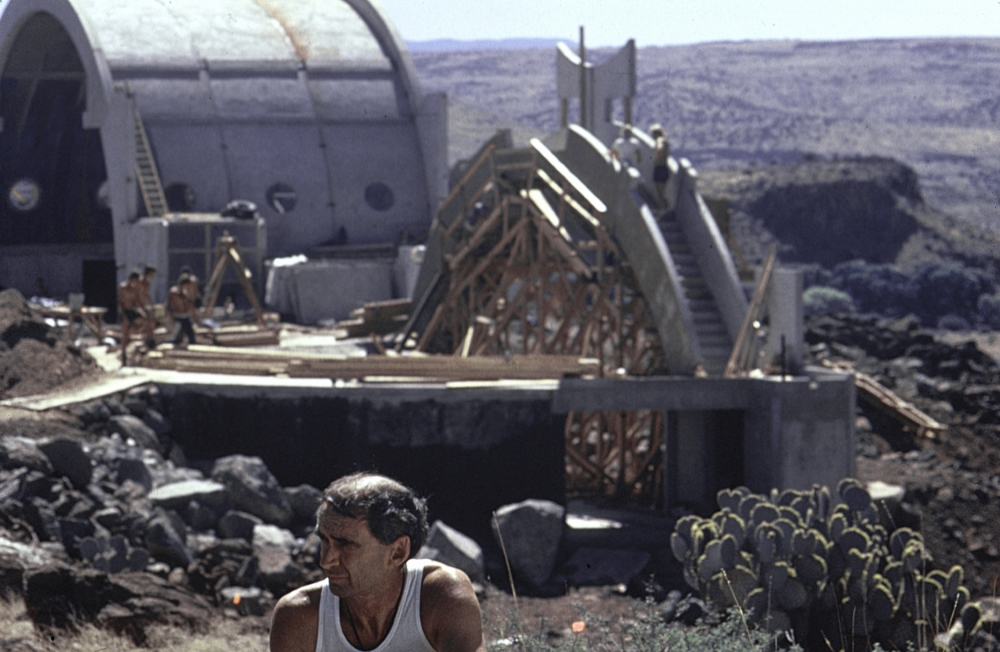 Paolo Soleri during Arcosanti's early construction © Annette Del Zoppo