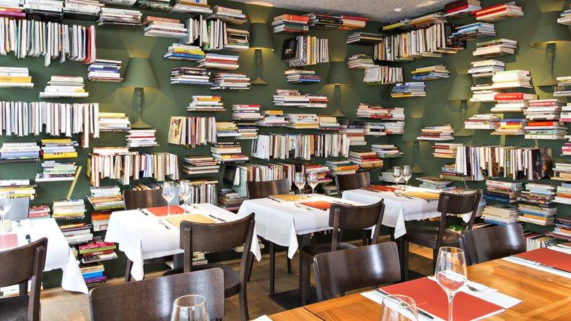 haus_hiltl_zurich_bibliothek.jpg.818x460_q85_background-white_crop-smart.jpg