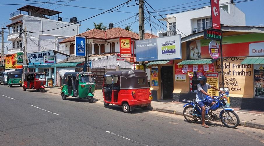 Negombo street view.jpg