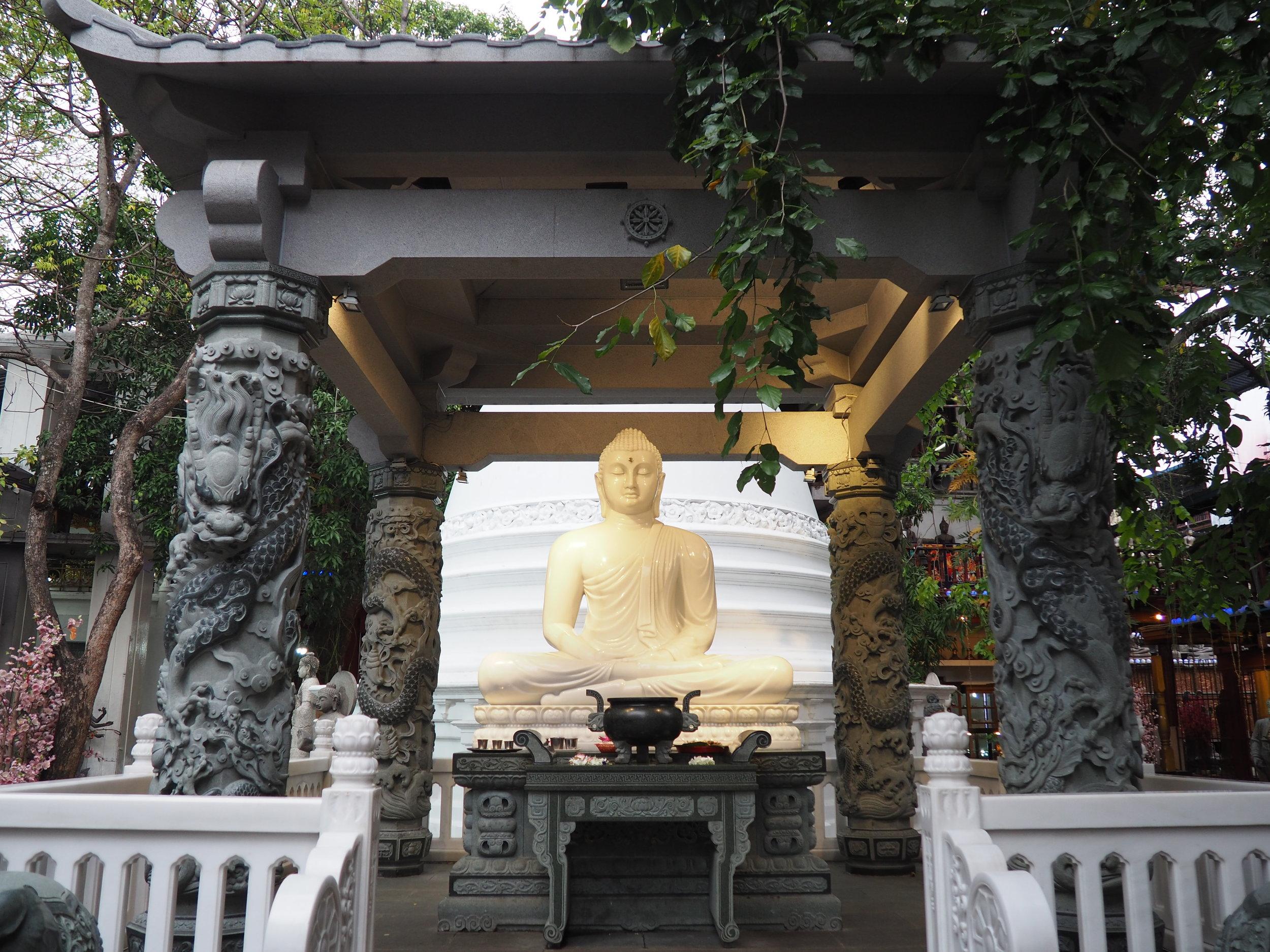 Gangaramaya oudoor buddha.JPG