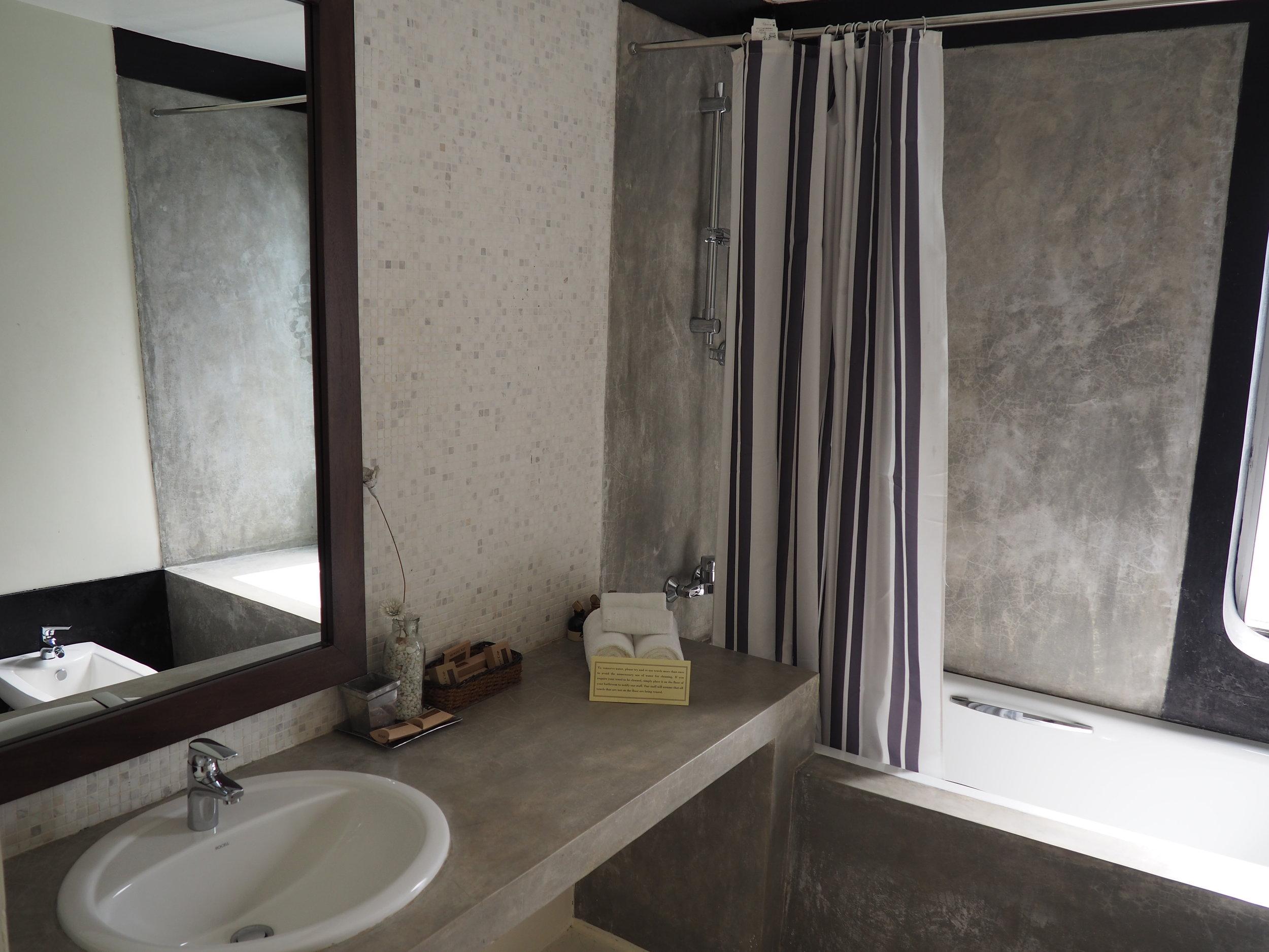 ceilao bath room.JPG