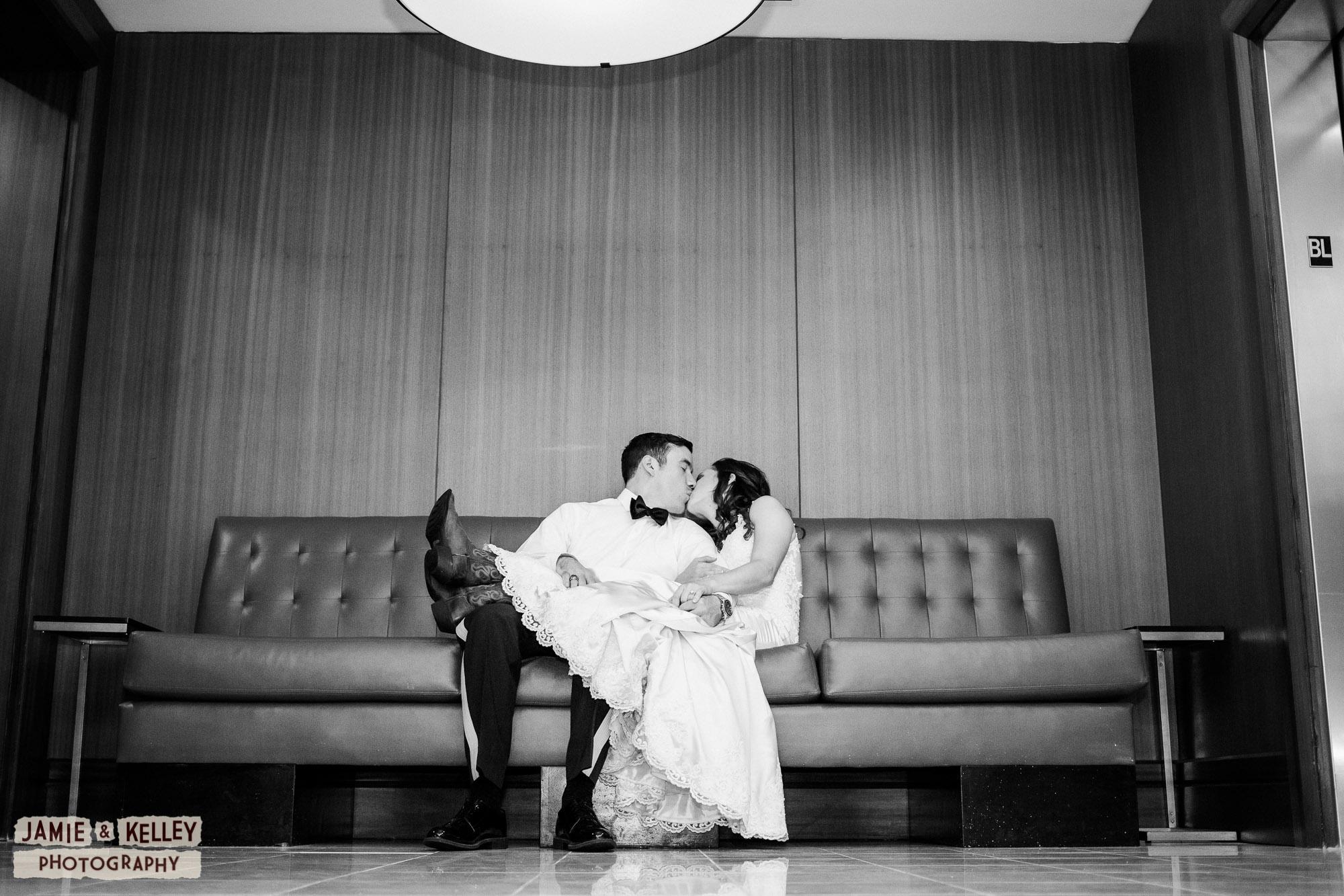 21_JuliaAndNolan_WeddingTeasers.jpg