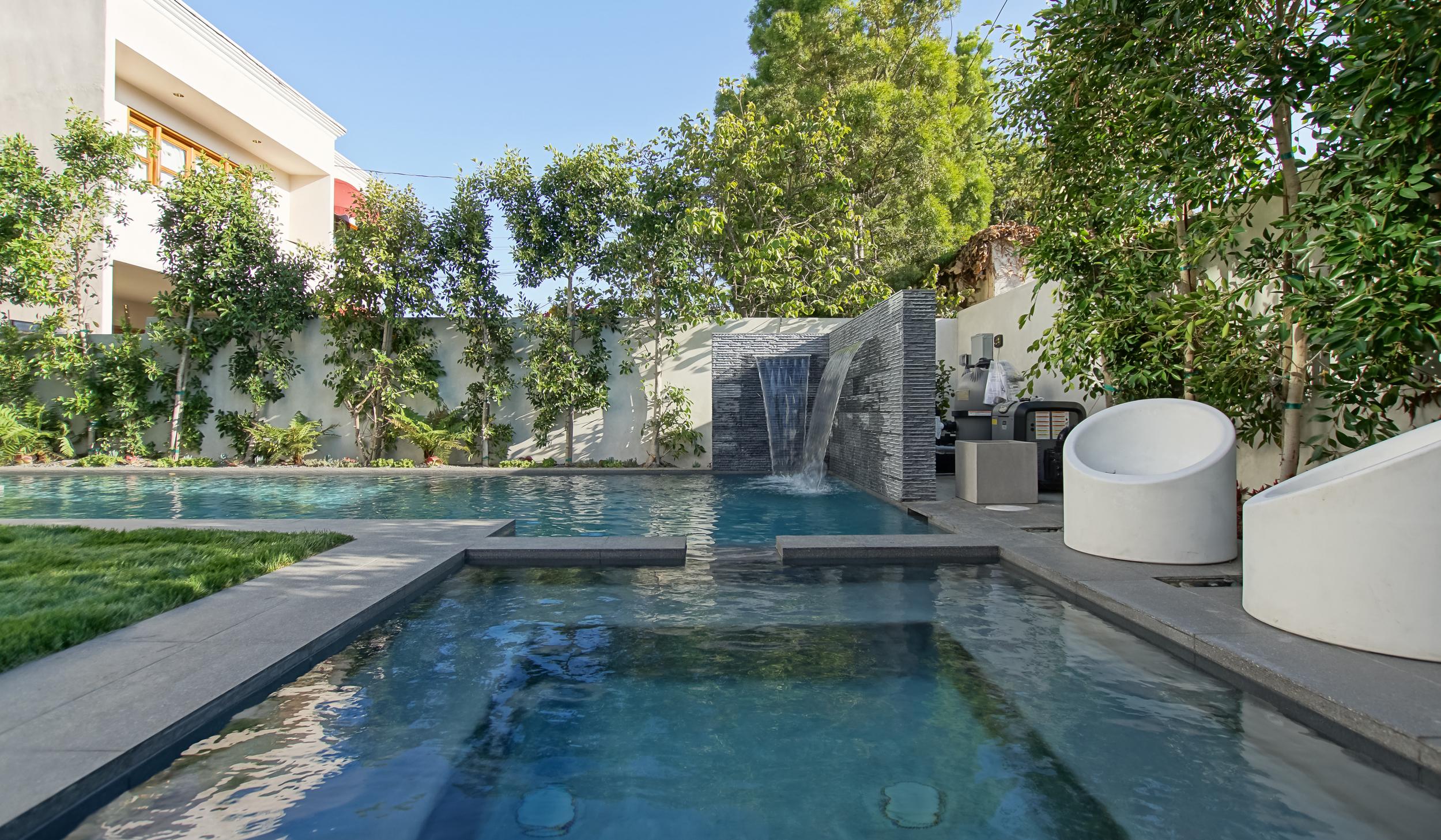 Backyard - Swimming Pool (2 of 5).jpg