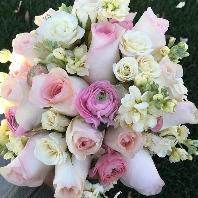 Today's beauty for a #sanfranciscocityhall wedding #bayareaflorist #bridalbouquet #pinkroses #ranunculus
