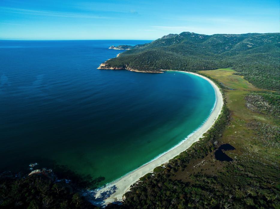 一言不合就放出Wineglass Bay这种奇观,粉红的花岗岩,加上原始的白沙滩,约会圣地没跑了。