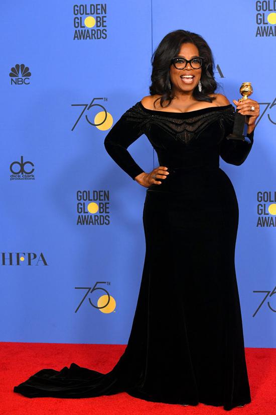 Oprah-Winfrey-Golden-Globe-Awards-2018-Red-Carpet-Fashion-Atelier-Versace-Tom-Lorenzo-Site-6.jpg