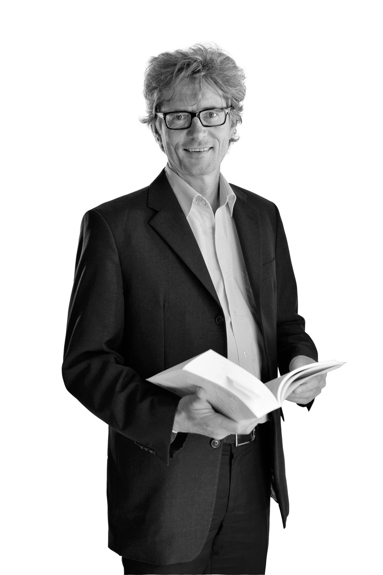 Thierry Hallet    Economisch en verzekeringsrecht Arbeidsrecht, Sociale zekerheid   T  +32 (0)2 501 61 21  F  +32 (0)2 514 22 31  E :   t.hallet@wery.legal