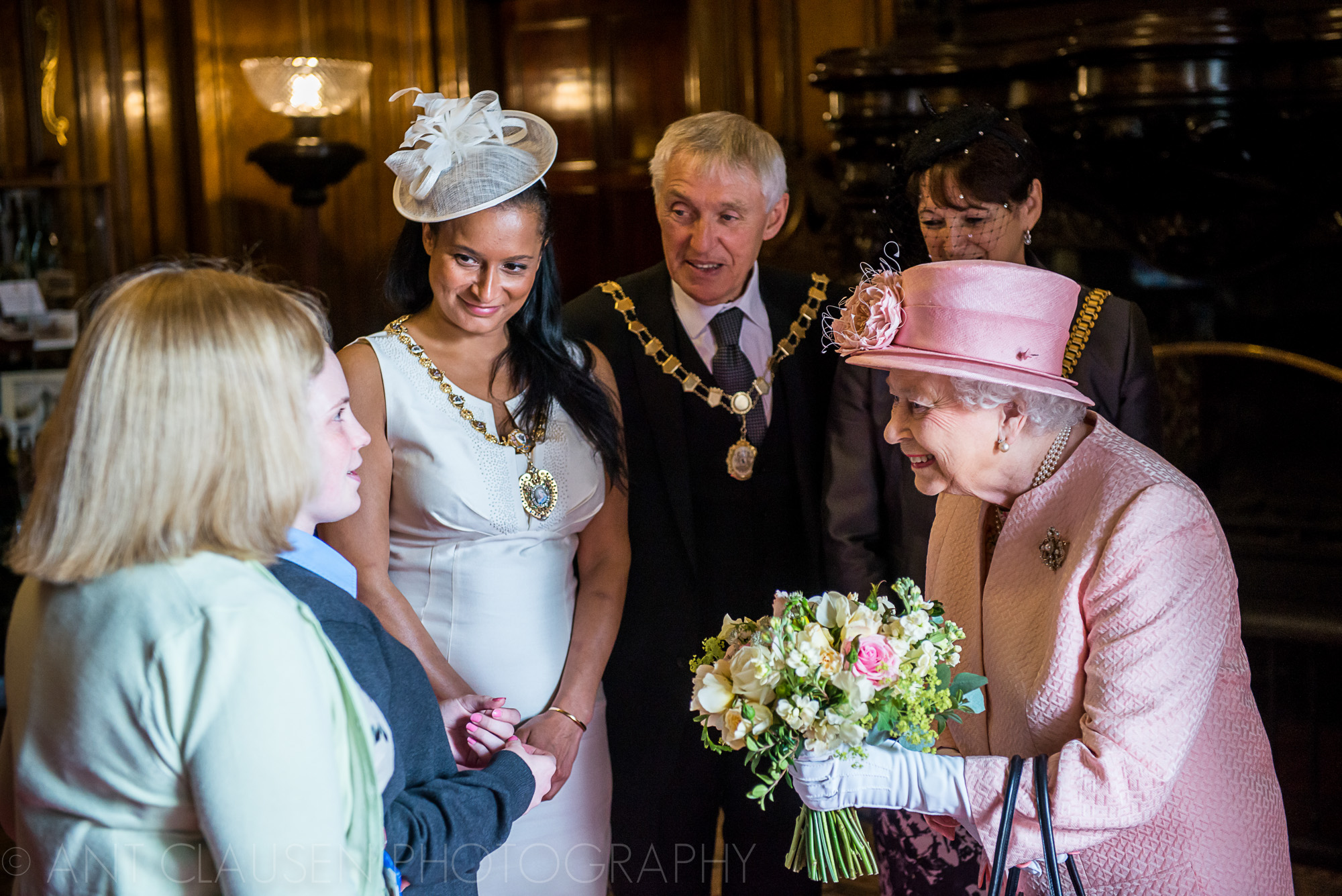 photos of queen elizabeth visiting liverpool