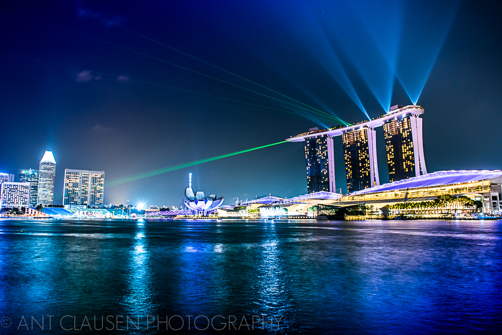 photo of the beautiful singapore skyline at night