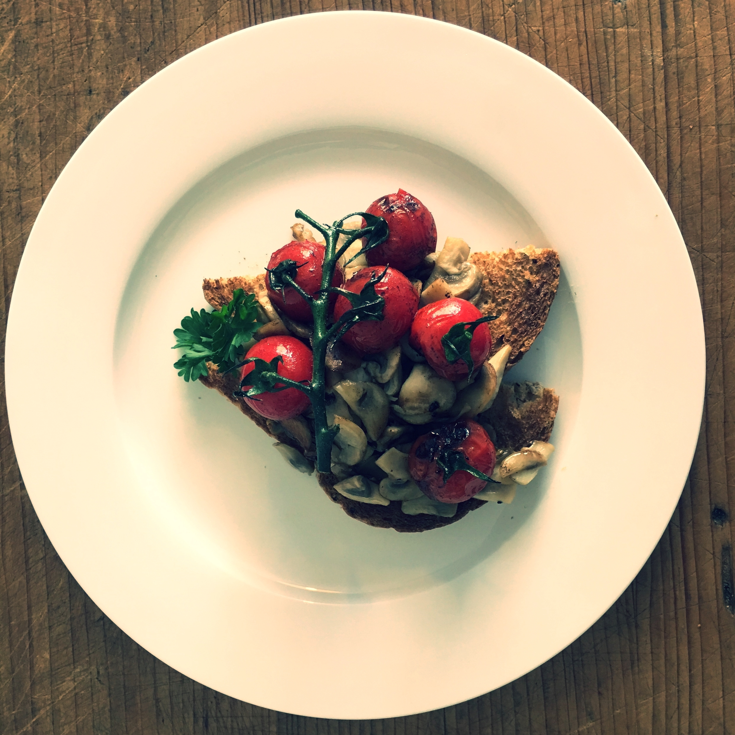 Mushrooms and vine tomatoes on toast