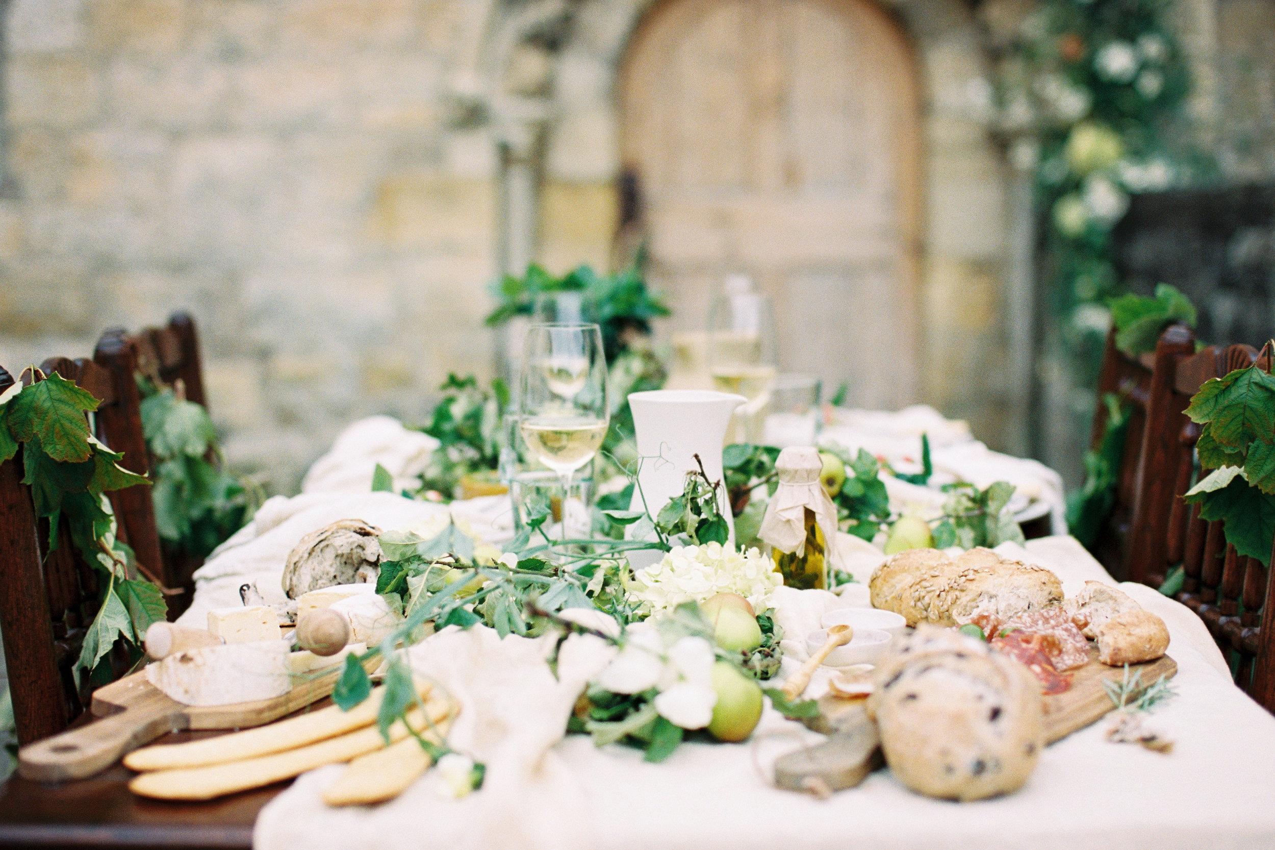 Seasonal floral table setting