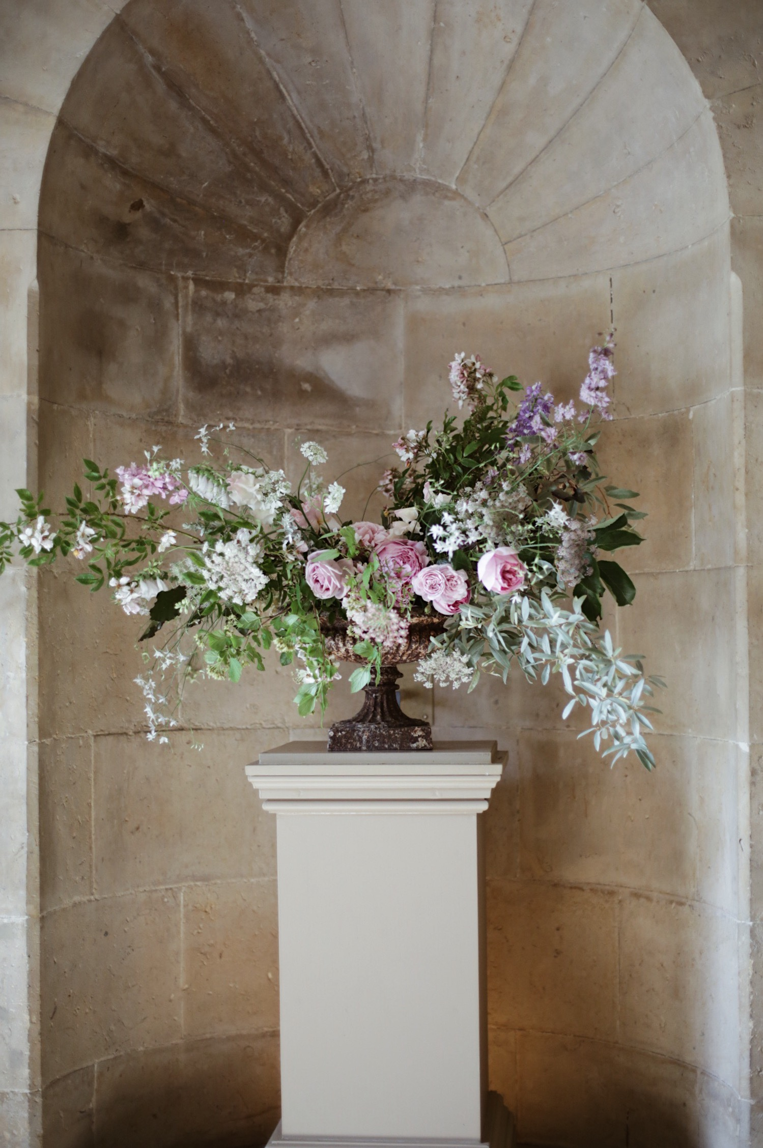 Urn of Summer flowers by Fiona Pickles - Image Hannah Straughan