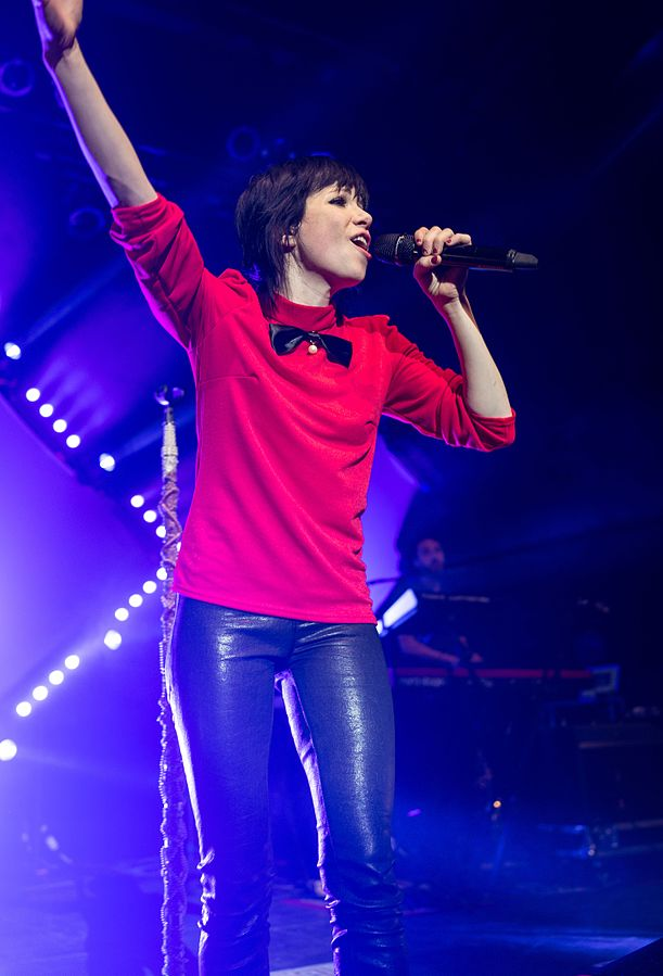 Carly Rae Jepsen performing.jpg