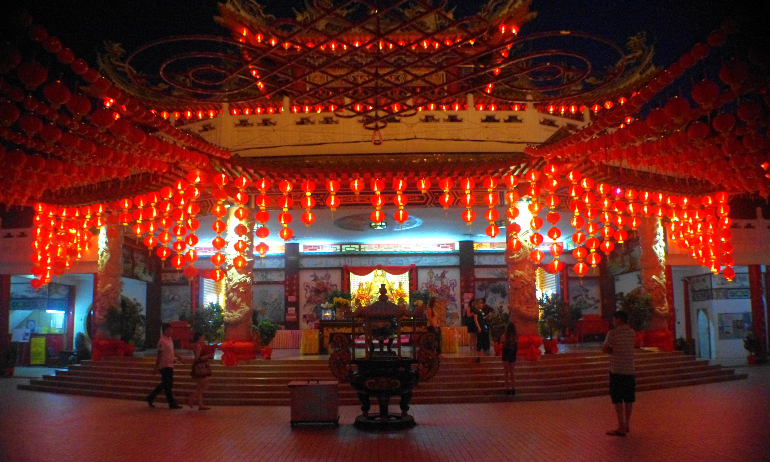 chinese temple weblog.jpg