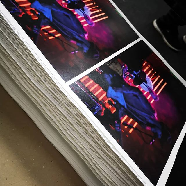 Making of... TOUR BOOK PREMIUM 400 pages with book binding #roxette #pergessle #listenroxette #realroxette #designmediastudio #digitalprint #digitaldruck #tour #book #wow