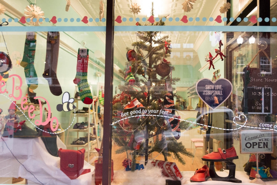 ShoeBeeDo_Christmas_Window_Display