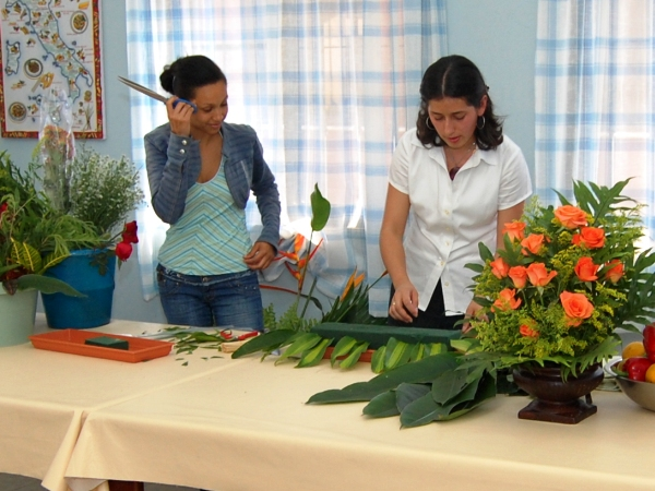 flowers arrangement class 2.jpg