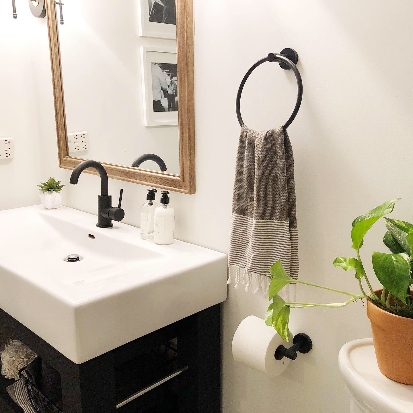 The black hardware and some greenery really makes a difference!