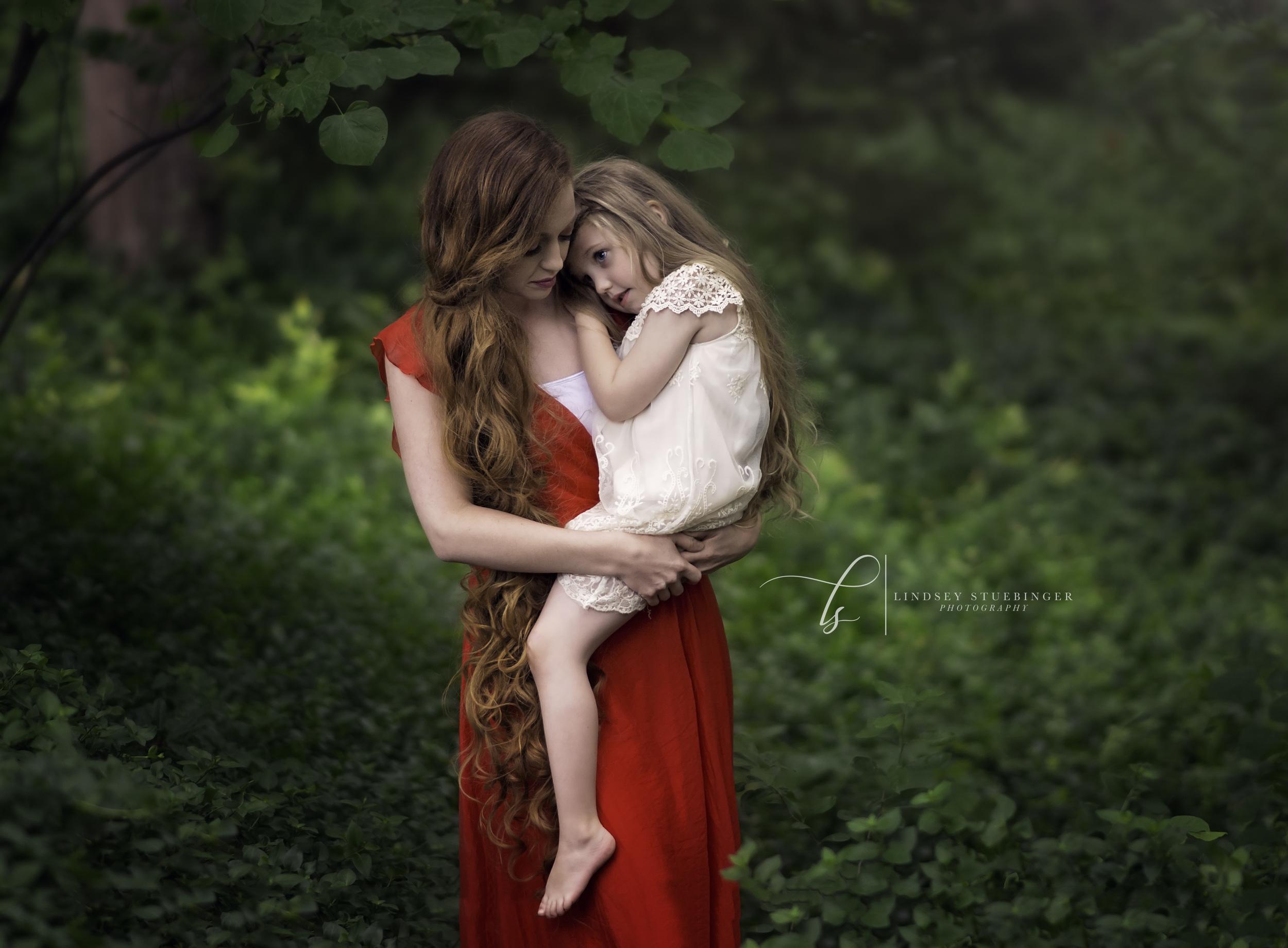 Models: Megan Loftin and London Loftin