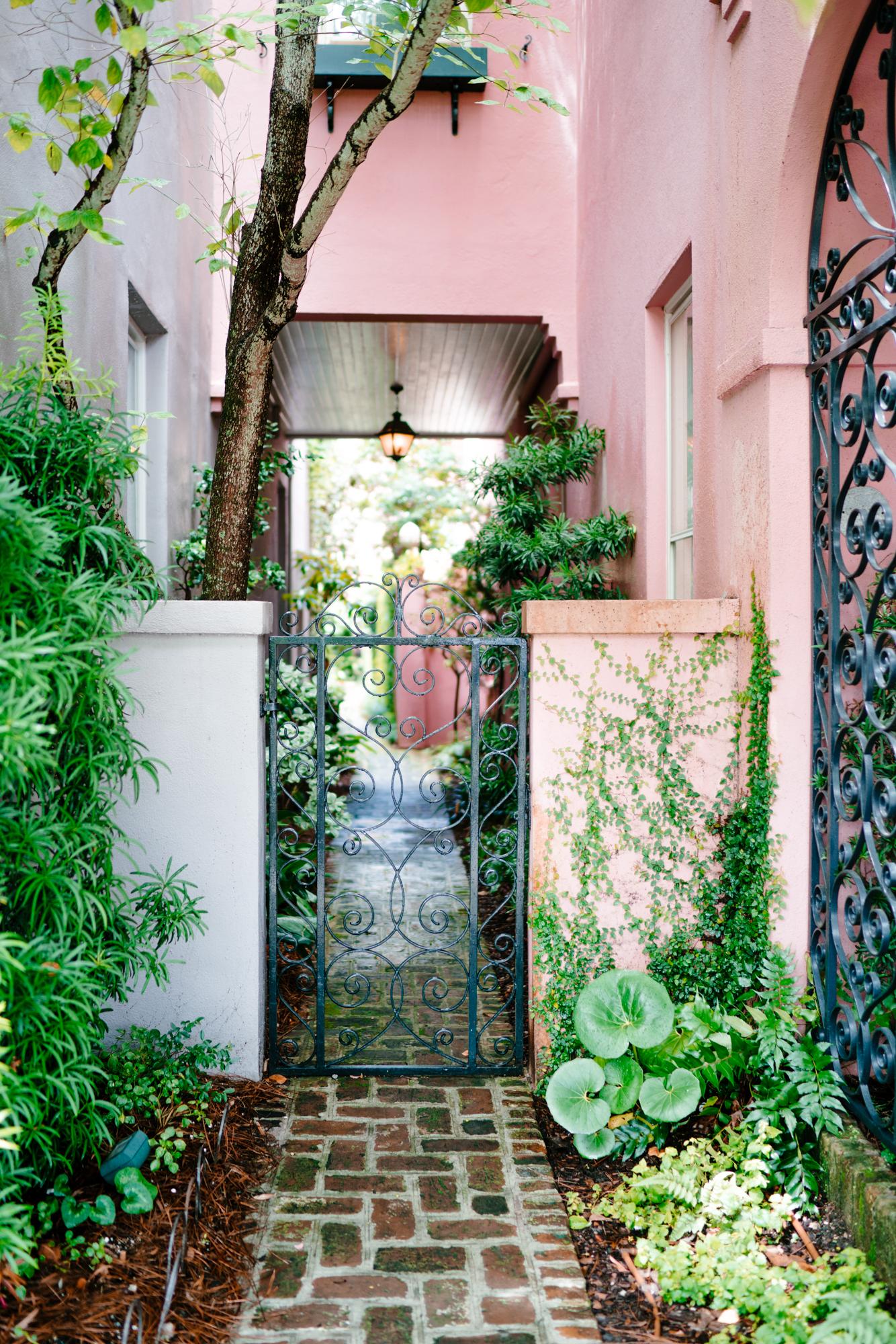 Prettiest courtyards in Charleston | Never Settle Travel