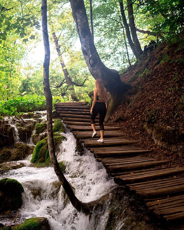 Mondays are hard. Captions are harder. This is the vibe I'm channeling to get through the work week, though. 💦  The sound of running water follows you throughout the entire park. I love how the wood plank trails take you over the actual waterfalls, snaking through the park just like the river.  How was your Monday?? #motivationmonday #croatia #beautifulmatters #gltlove #plitvicelakes #optoutside #liketkit #activewear #sheisnotlost #sidewalkerdaily #dametraveler #femmetravel #globelletravels #girlswhohike #houstonblogger #wanderlust #nordstrom #thehappynow #sheexplores #darlingescapes #travelgram