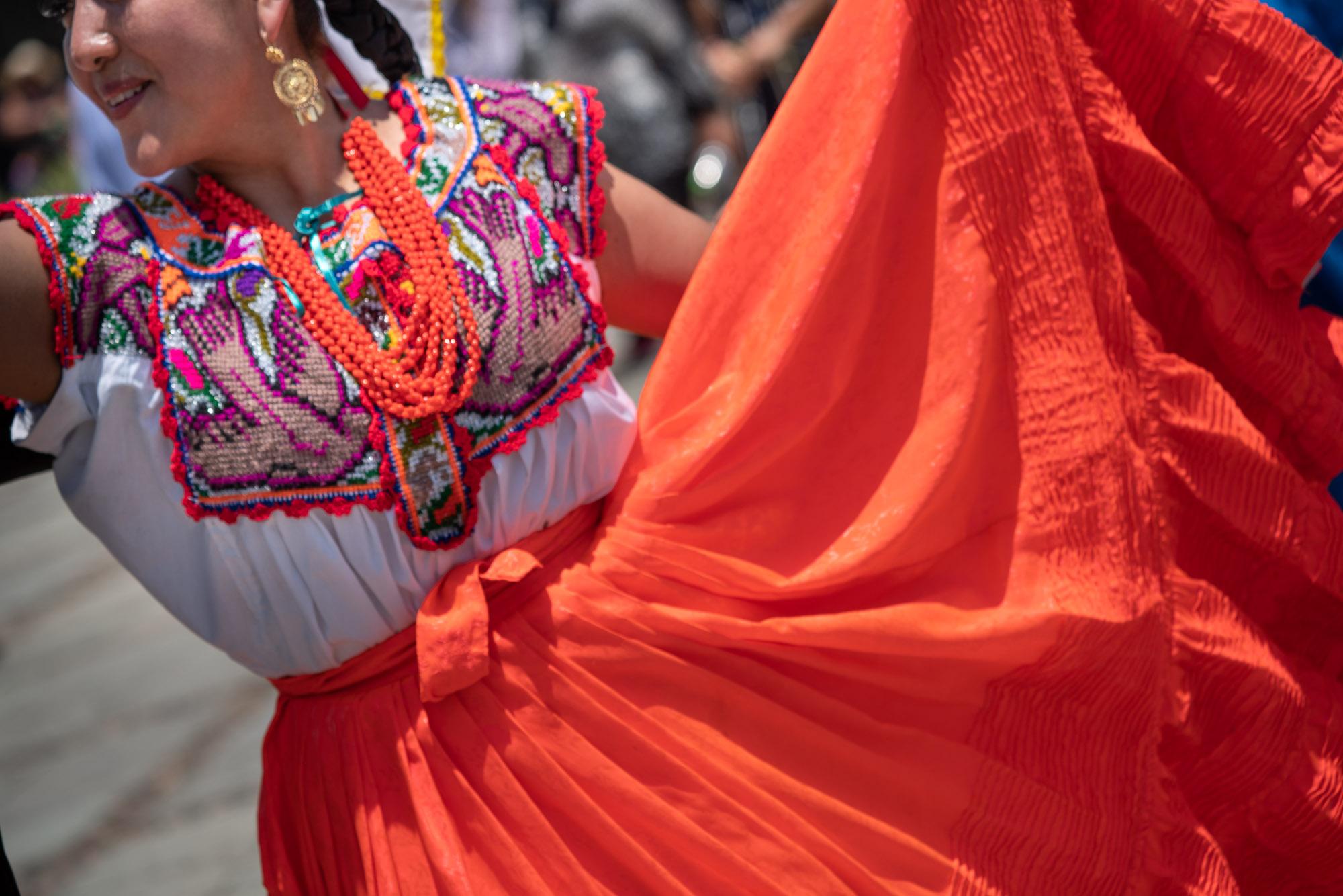 Dancer embraces color, Oaxaca_DSC1558.jpg