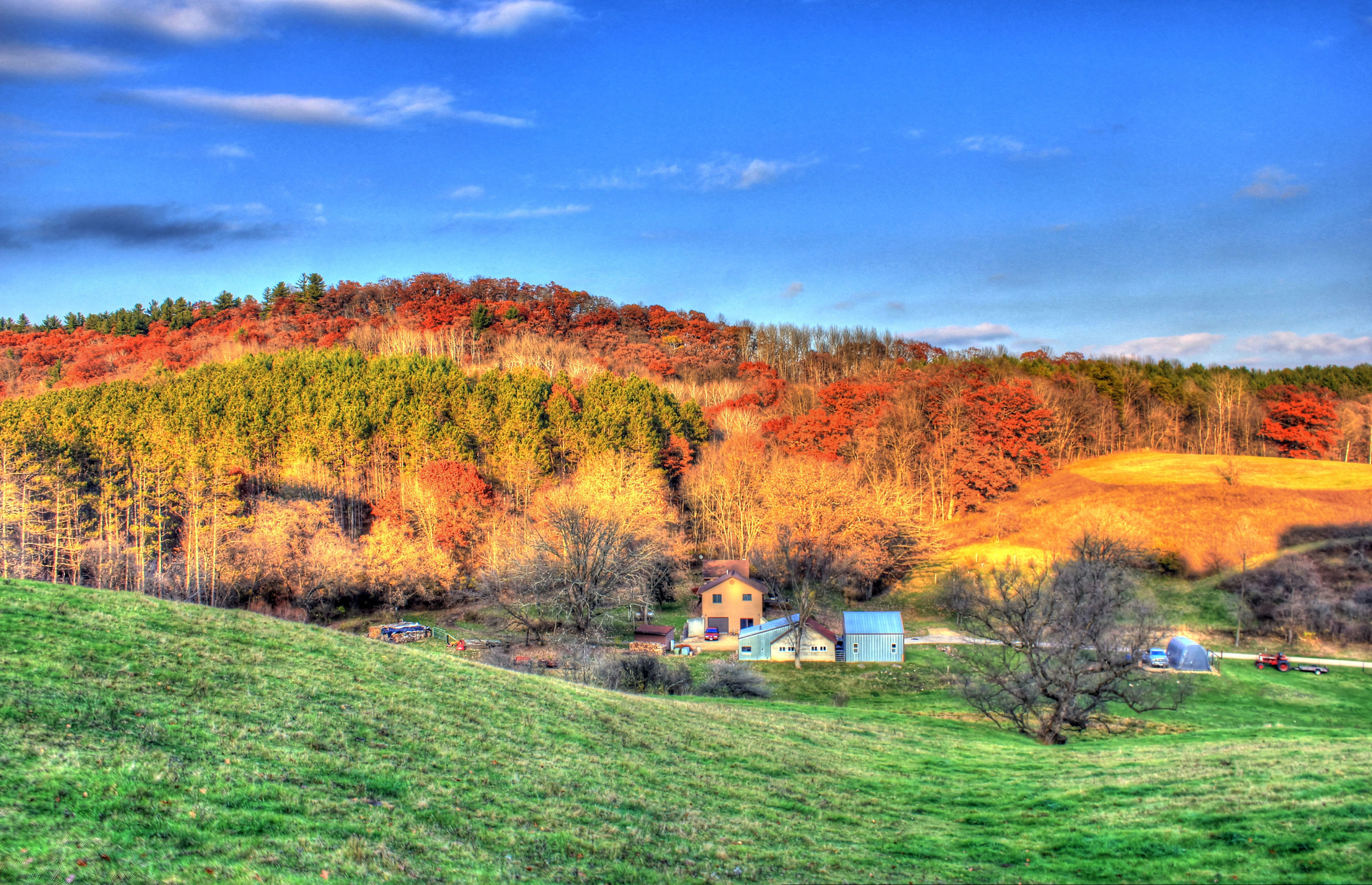 wisconsin-wildcat-mountain-farmhouse-and-hills.jpg