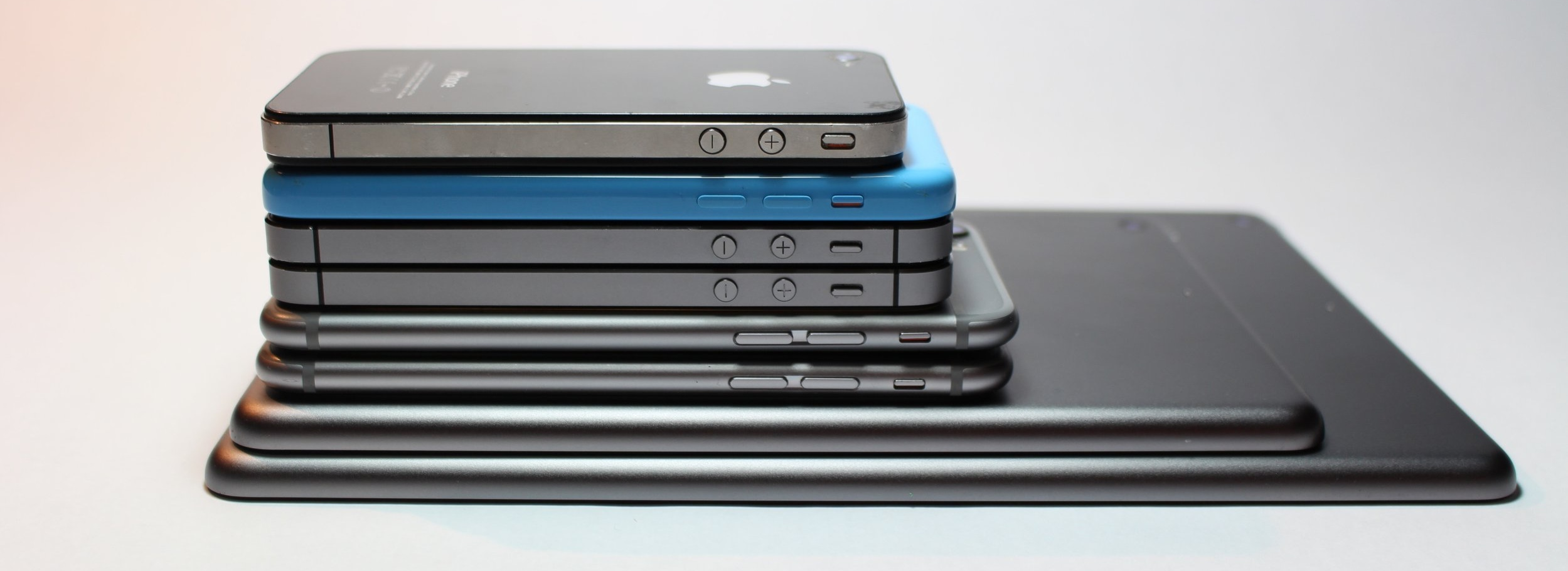 apple-devices-cellphone-close-up-341523.jpg