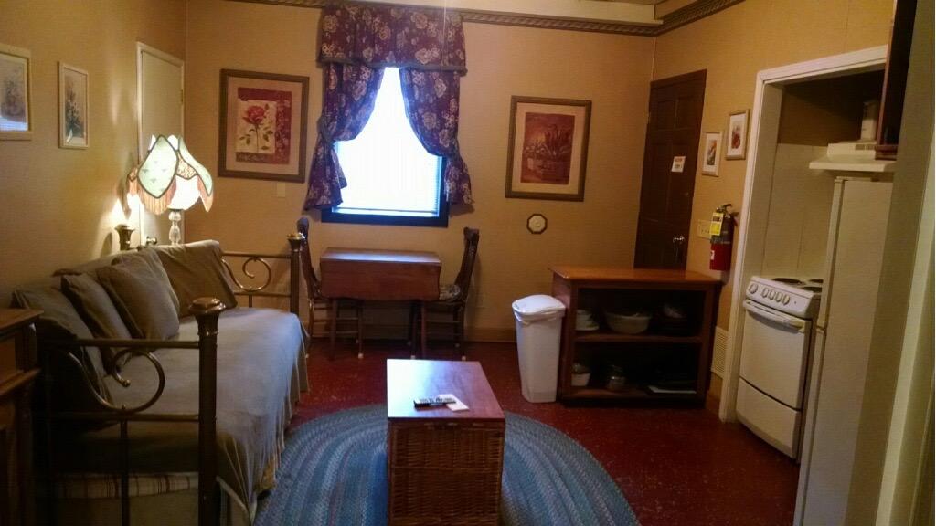 suite2Livingroom.jpg