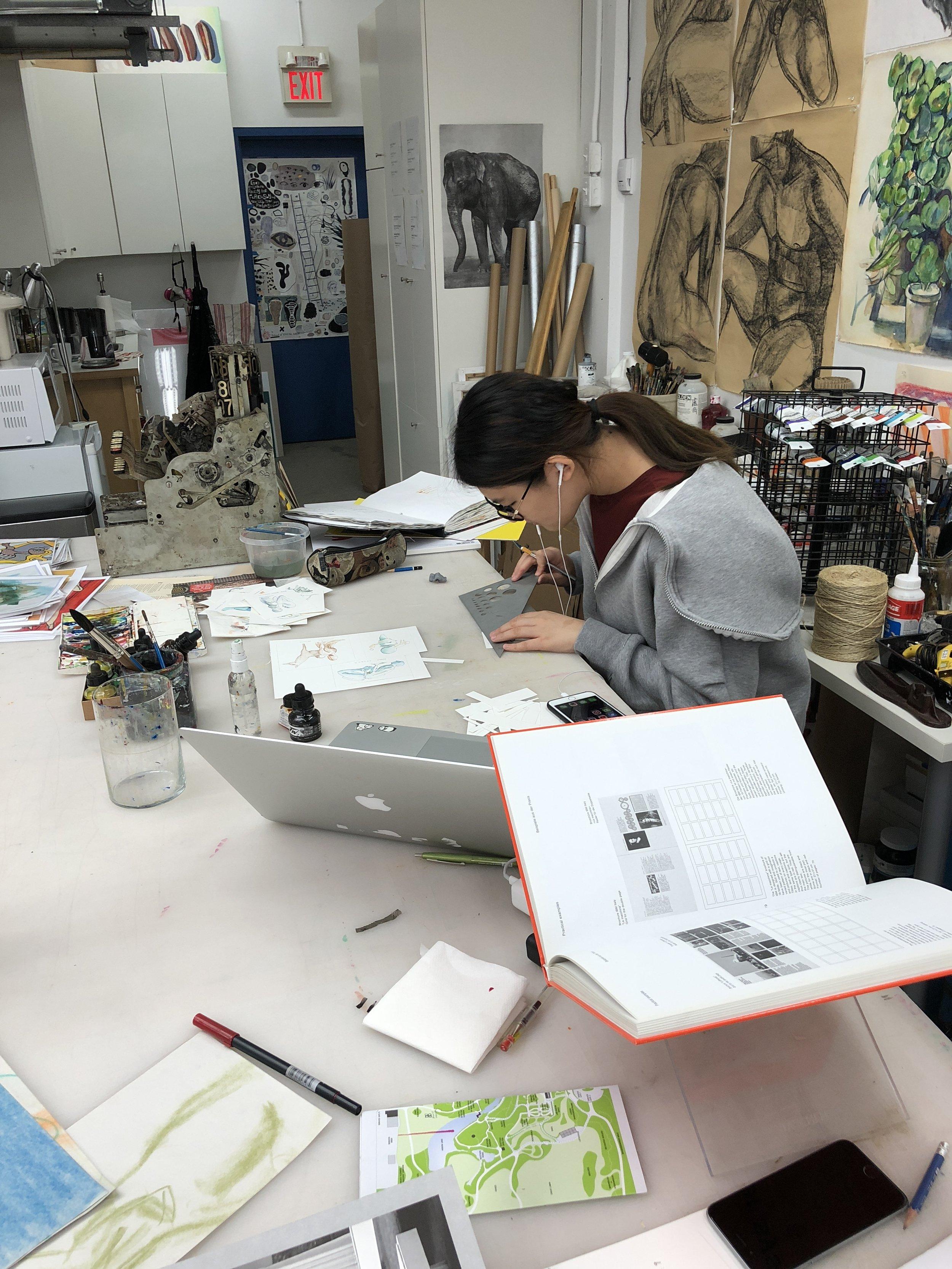 学员专注于人物角色设计与插画创作