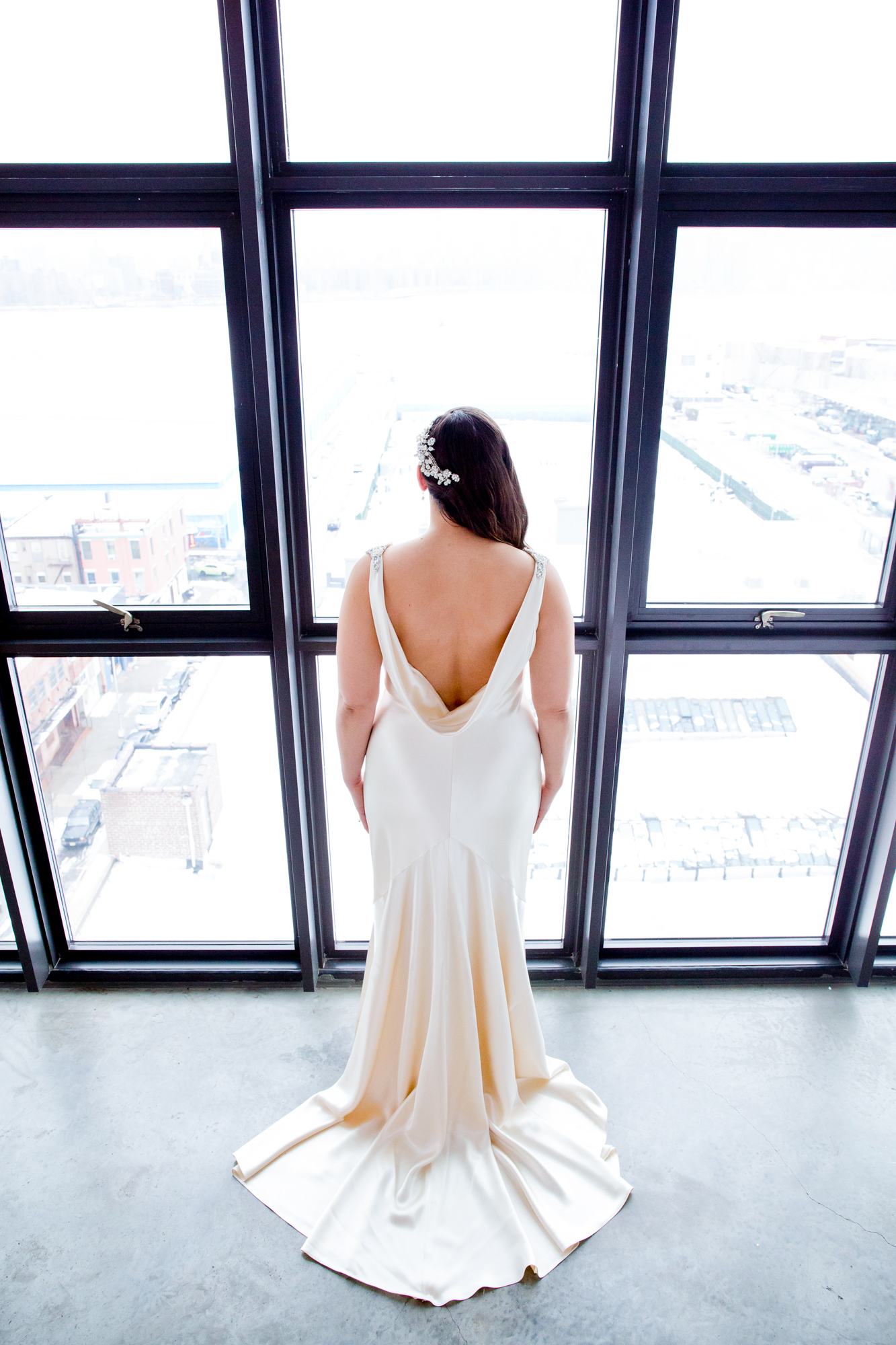 004_CarlyGaebe_SteadfastStudio_WeddingPhotography_NewYorkCity_Brooklyn_WytheHotel_Retro_Bride.jpg